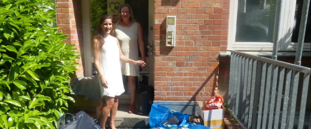 PERM4 | Mitarbeiter spenden Kleidung an die AWO